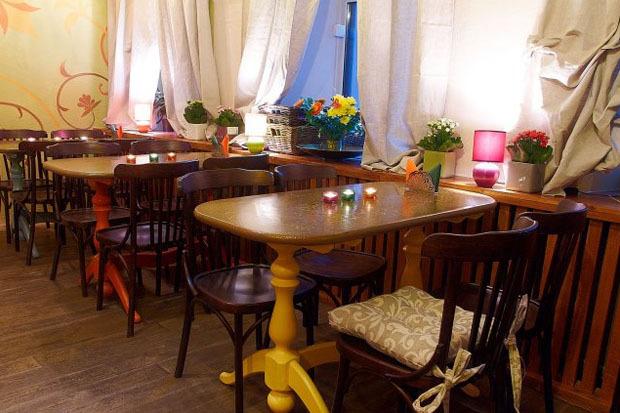 На Казанской открылось вегетарианское кафе с сейтаном. Изображение № 6.