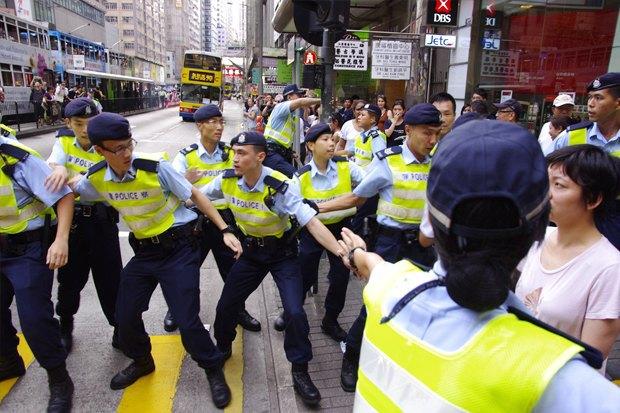 Как у них: Чего требуют на митингах жители Афин, Минска, Тель-Авива и Гонконга. Изображение № 12.