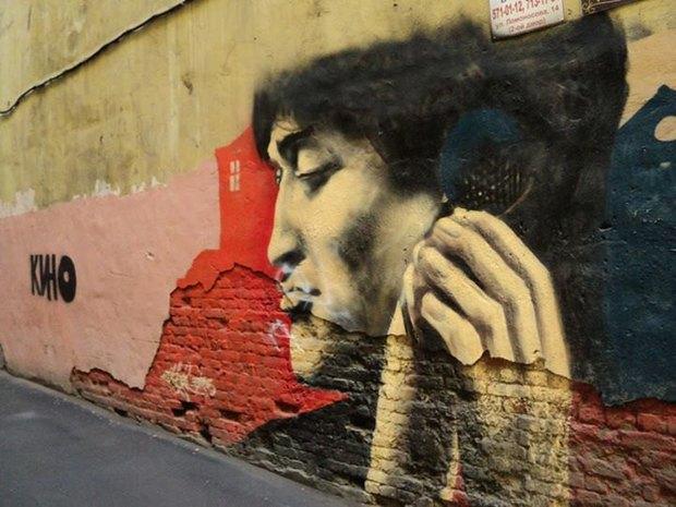 На улице Рубинштейна в Петербурге закрасили граффити с портретом Цоя. Изображение № 1.