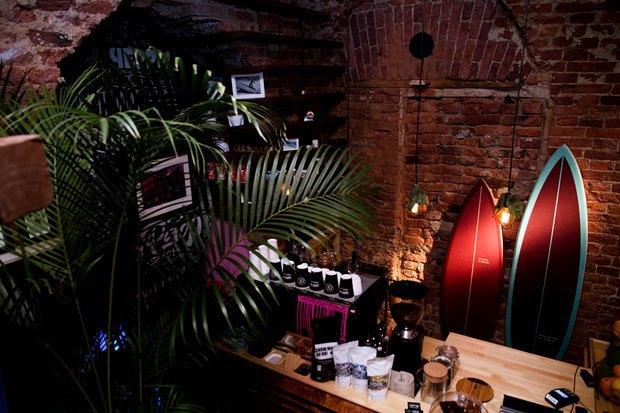 У «Сенной площади» открыли «сёрферскую» кофейню SurfCoffee. Изображение № 8.