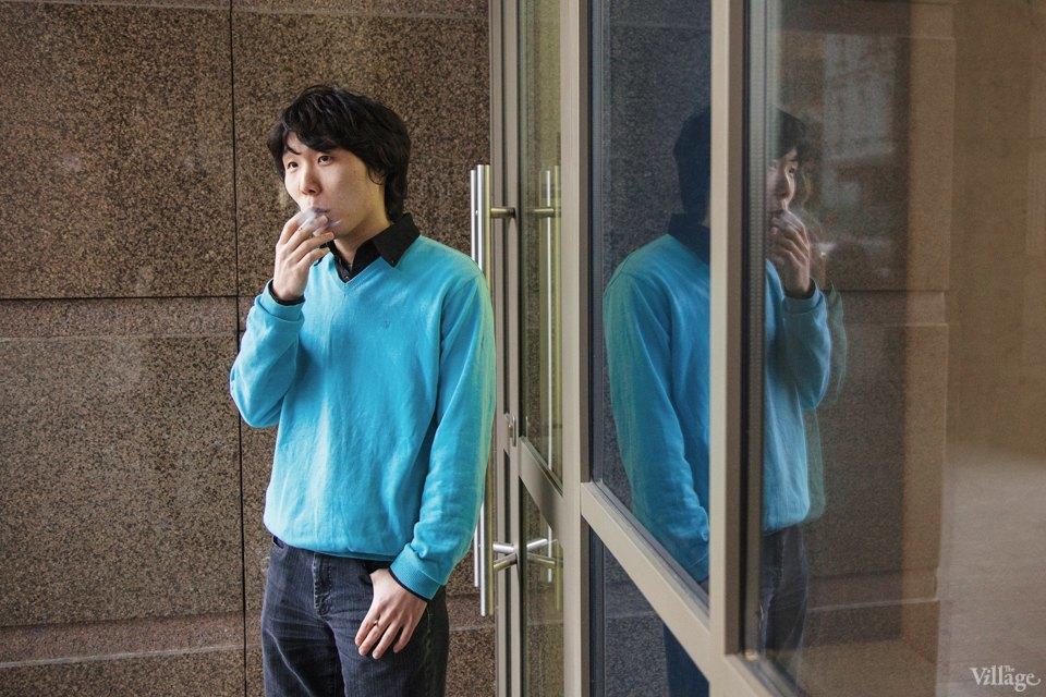 Люди в городе: Кто курит возле офисных центров. Изображение № 2.