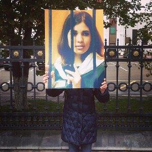 Фото дня: Одиночные пикеты в поддержку Надежды Толоконниковой. Изображение № 4.