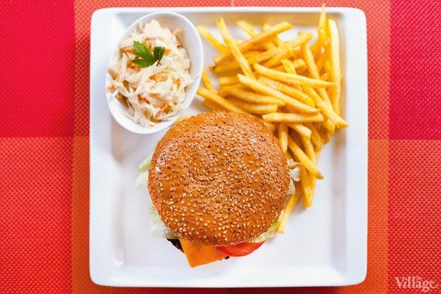 Классический бургер — 30 гривен. Изображение № 1.