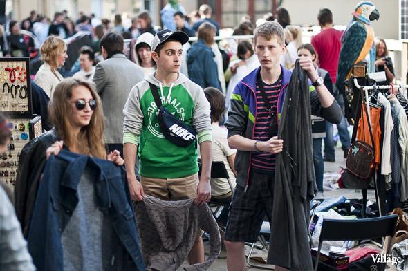 Фоторепортаж: Люди, покупки и опасные отходы на Garage Sale. Изображение № 20.
