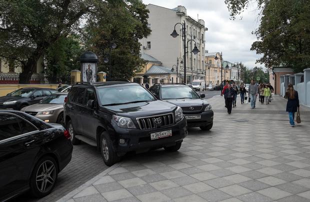 Стихийная парковка на Пятницкой улице. Изображение № 7.