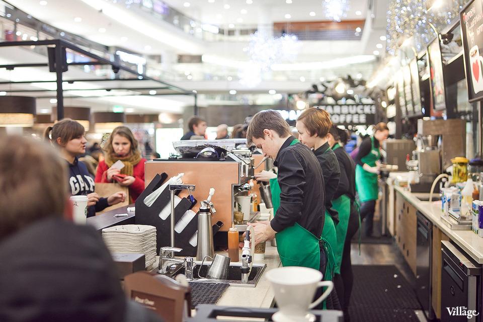 Люди в городе: Первые посетители Starbucks вСтокманне. Изображение №1.