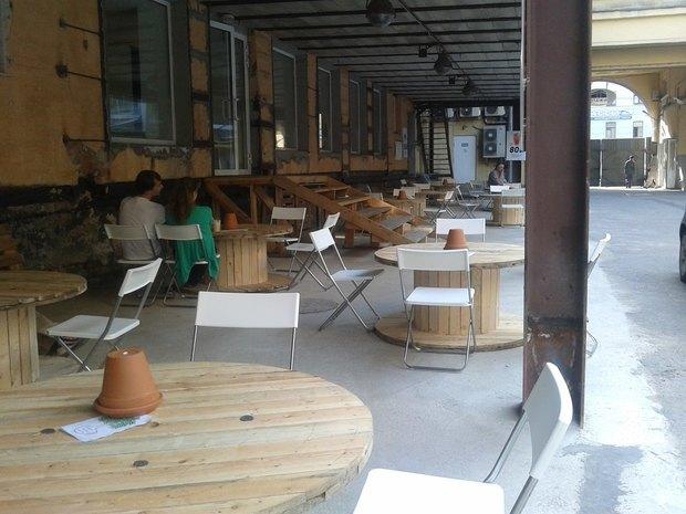 Во дворе «Этажей» заработало кафе. Изображение № 2.