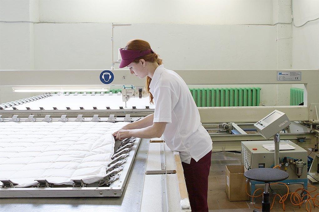 Производственный процесс: Как делают подушки. Изображение № 22.