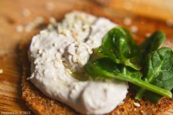 Постная намазка из тофу и грецких орехов. Изображение № 10.