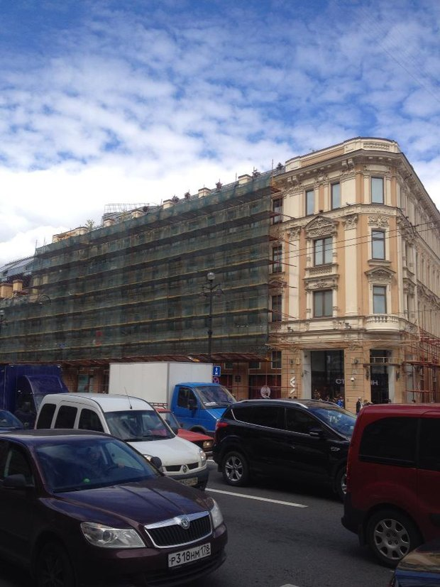 Фасад «Стокманна» начали реконструировать. Изображение № 1.