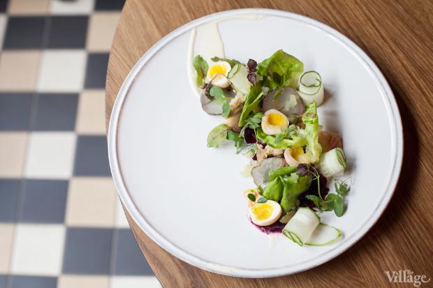 Салат с осетриной, печёными овощами и маринованными перепелиными яйцами из меню «22.13». Изображение № 5.