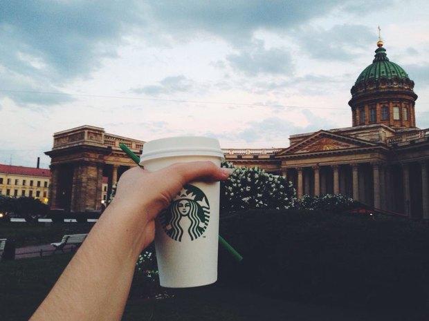 На углу Невского иКазанской открылась кофейня Starbucks. Изображение № 1.
