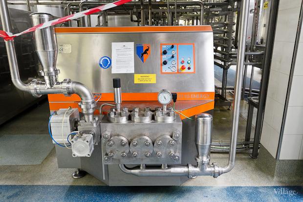 Фоторепортаж: Как делают йогурты на молочном заводе. Изображение № 22.