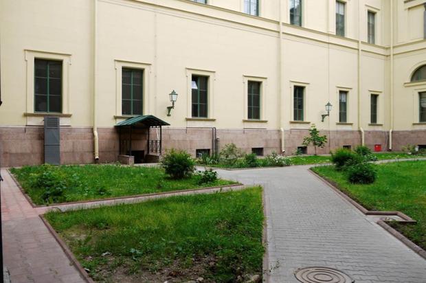 Во дворах Эрмитажа будут устраивать выставки. Изображение № 10.