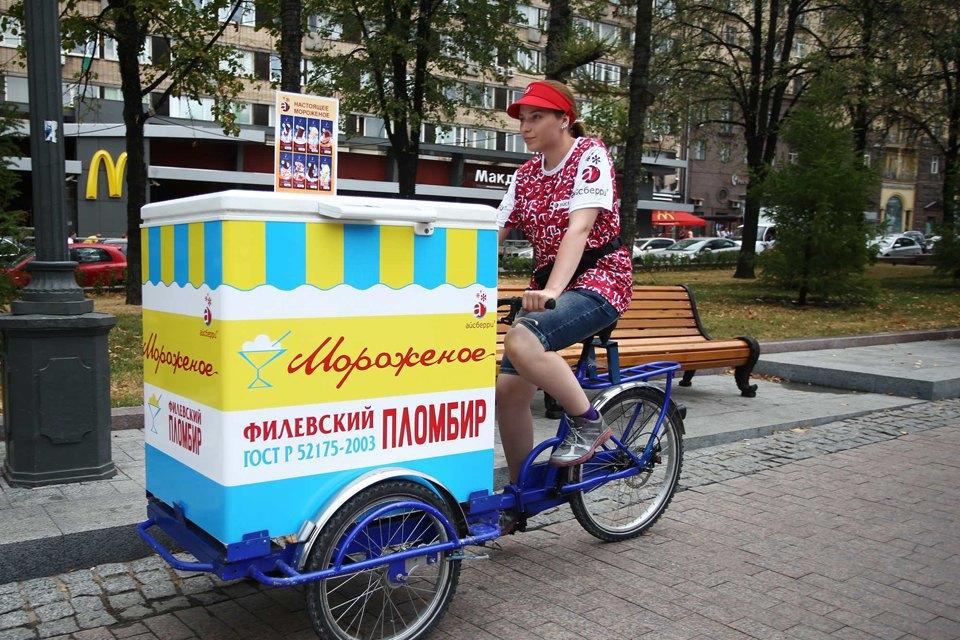 Московские мороженщики навелосипедах исамокатах. Изображение № 2.