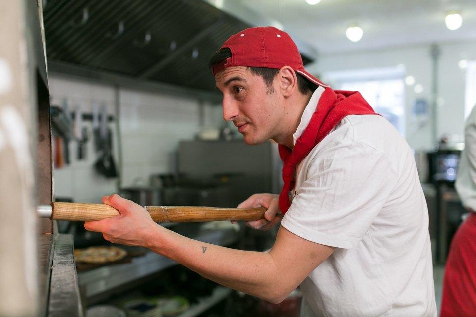 Тестоблюстители: Кто икак делает неаполитанскую пиццу вПетербурге. Изображение № 7.