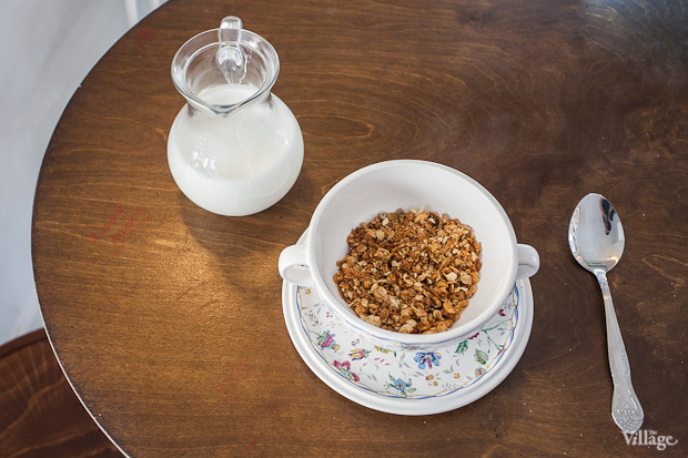 Мюсли запеченые с яблоком и орешками и кувшин с молоком — 125 рублей. Изображение № 22.