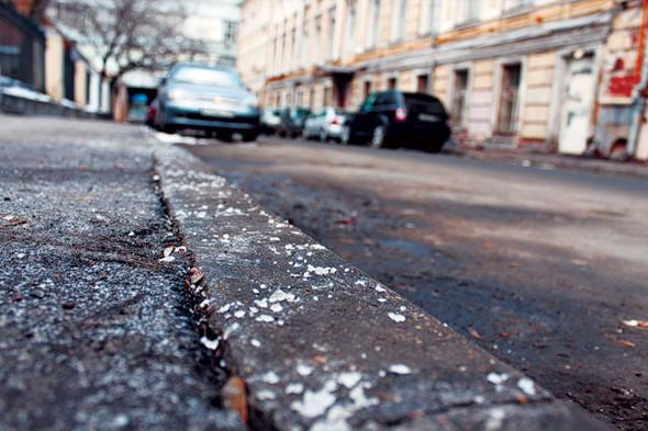 Тротуары посыпают технической солью или соляными смесями на ее основе. Изображение № 3.