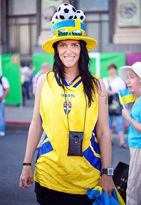 Жёлто-голубые: Самые яркие фанаты сборных Украины и Швеции. Зображення № 6.