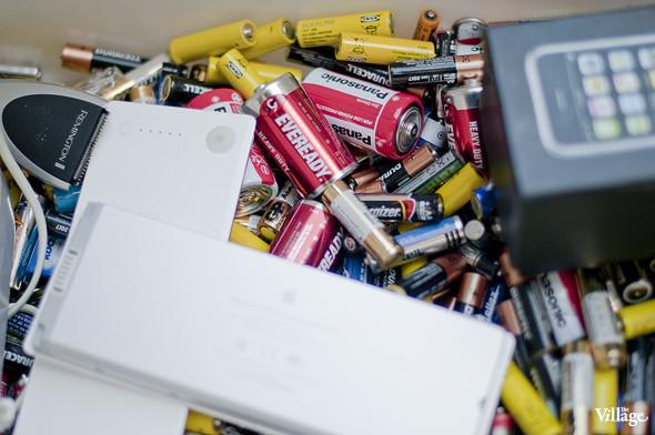 Фоторепортаж: Люди, покупки и опасные отходы на Garage Sale. Изображение № 3.