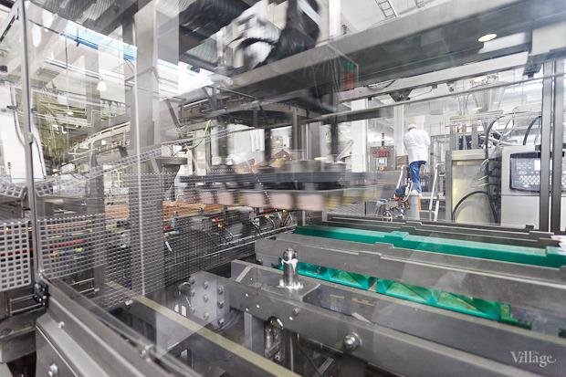 Фоторепортаж: Как делают йогурты на молочном заводе. Изображение № 47.