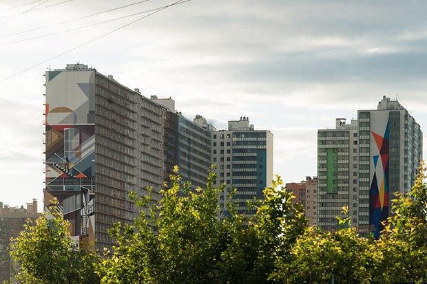 Художники расписали стену 24-этажного дома вПриморском районе. Изображение № 4.