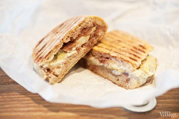 Сэндвич с голубым сыром, грушей и луковым конфитюром. Изображение № 25.