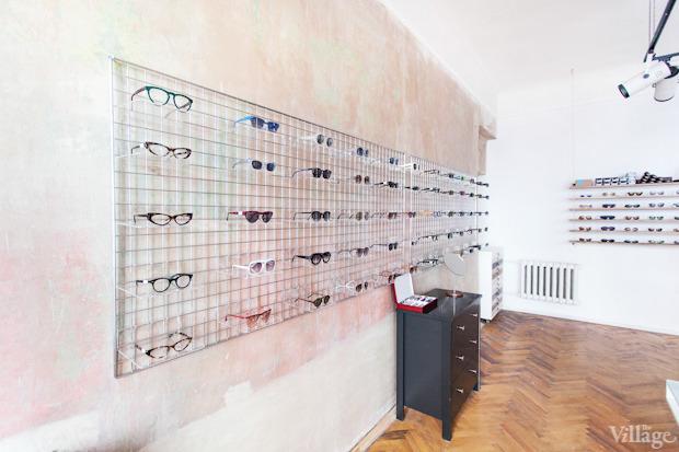 На полках: Магазин очков и оправ Hello Glasses. Изображение № 4.