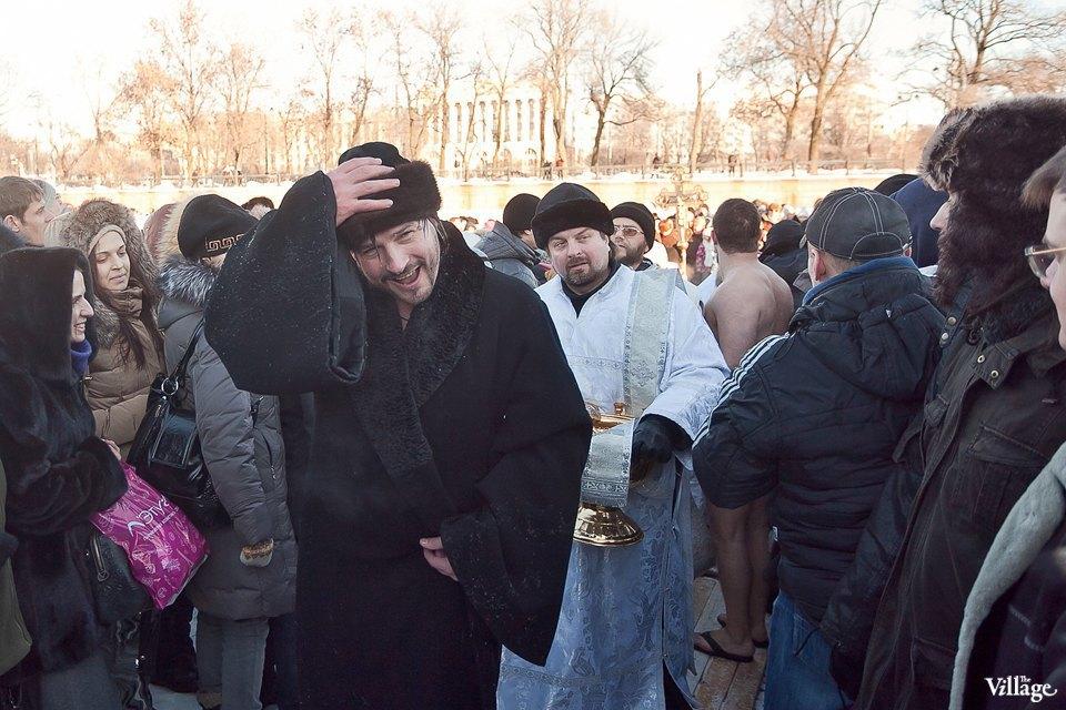 Люди в городе: Ныряльщики на Крещение. Изображение № 15.