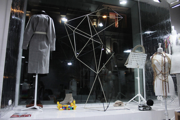 Мы вам покажем: 7 оформителей витрин московских магазинов. Изображение № 16.