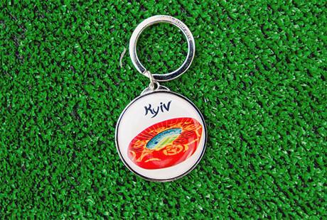 Сувениры Евро-2012 начали продавать в два раза дешевле. Зображення № 4.