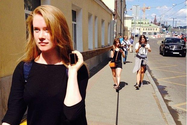 Художницы Ганна Зубкова иЕкатерина Васильева отом, как они несли трубу поМоскве. Изображение № 3.