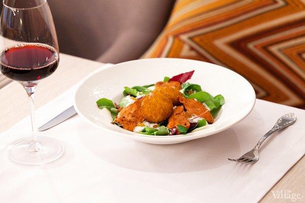 Салат от шефа с курицей тандури и козьим сыром — 420 рублей. Изображение № 14.