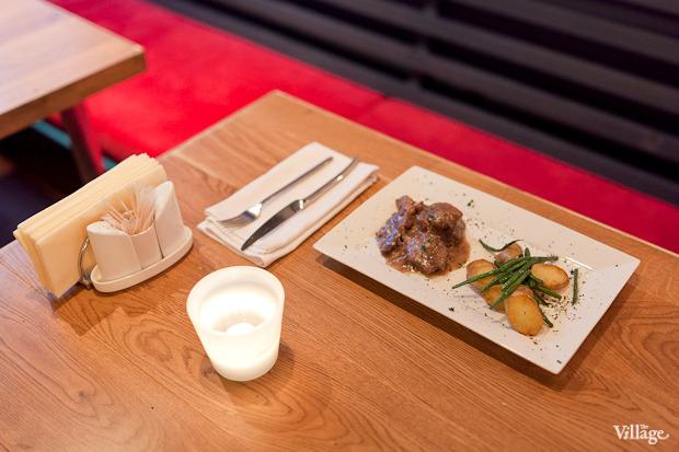 Свинина, тушенная с кенийской фасолью и картофелем, — 390 рублей. Изображение №34.