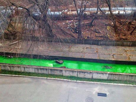 Реку Лыбидь окрасило в зелёный «Киевэнерго». Зображення № 2.