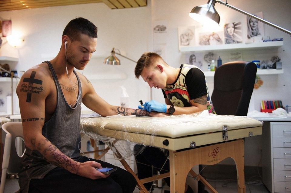 Как оставить офисную работу иоткрыть тату-студию. Изображение № 2.