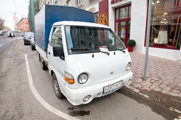 В центре Москвы заработала первая платная парковка. Изображение № 15.