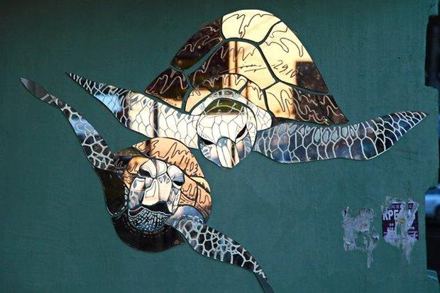 Кто украшает Москву зеркальными рыбами . Изображение № 7.