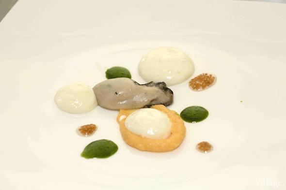 Omnivore Food Festival: Бенжамен Турсель готовит яйца конфи с копчёным чаем и сливами умебоши. Изображение № 12.