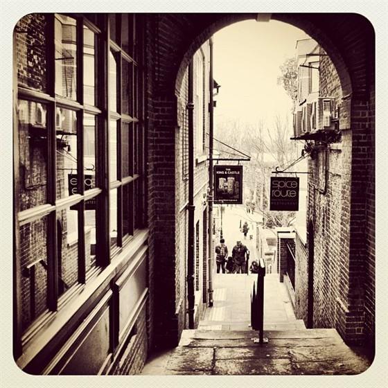 В баре «Заря» откроется выставка фотографий Instagram. Изображение №3.