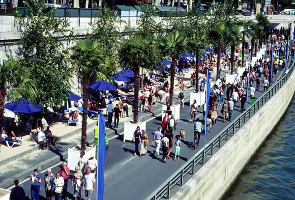 В Париже вдоль реки построили дороги. Позже это решение признали ошибочным. Теперь каждую неделю эти дороги перекрывают на один-два дня, а летом превращают их в пешеходную зону на месяц.. Изображение № 31.