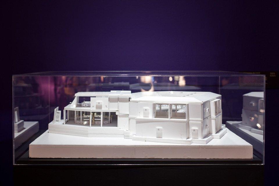 Что посмотреть навыставке «Дизайн007: 50лет стилю ДжеймсаБонда». Изображение № 5.