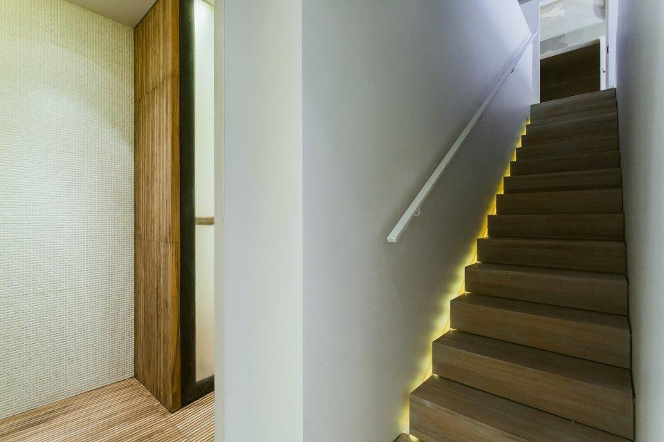 Двухэтажный лофт на «Рижской» сдагестанскими коврами. Изображение № 21.