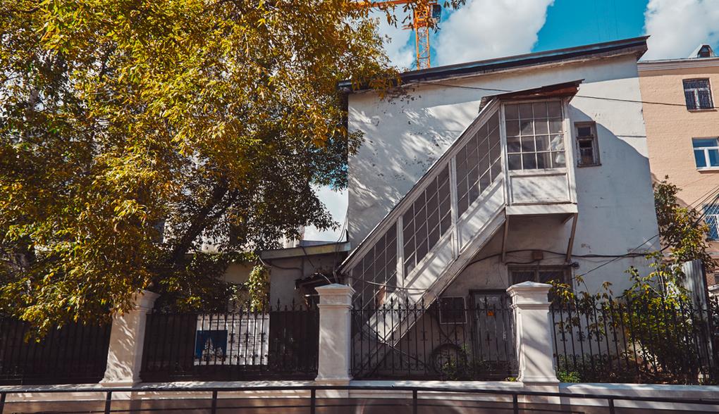 Самобытная пристройка с мансардной лестницей, 1-й Колобовский пер., 1с3А. Изображение № 24.