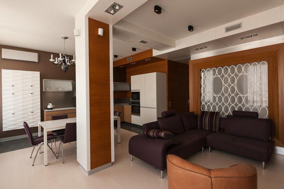 Трёхкомнатная квартира сострогим интерьером. Изображение № 2.
