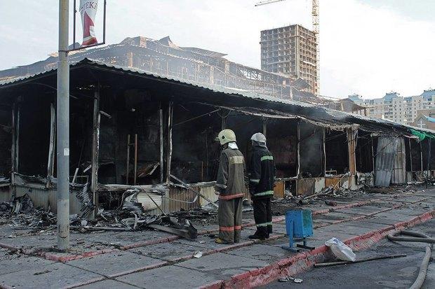 На рынке «Оболонь» выгорел весь торговый павильон. Зображення № 1.