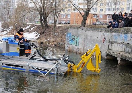 Чистить водоёмы теперь будет специальная машина. Изображение № 3.