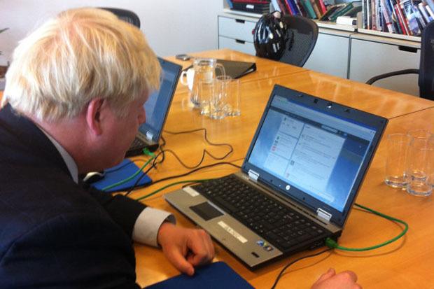 Мэр отвечает на вопросы читателей твитера, фото. Изображение №23.