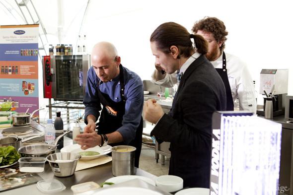 Omnivore Food Festival: Илья Шалев и Алексей Зимин готовят три блюда из редиса и черемши . Изображение № 27.