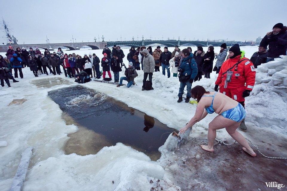 Люди в городе: Ныряльщики на Крещение. Изображение № 25.